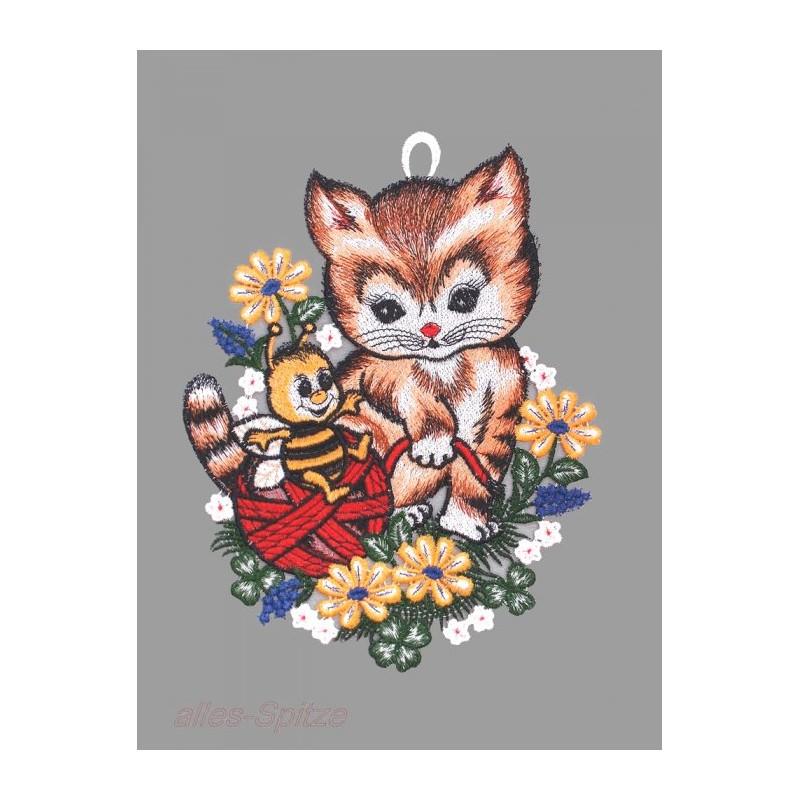 Katze mit Wollknäul und Biene