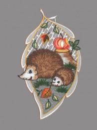 Herbstfensterbild in Blattform zeigt zwei kleine Igel mit Apfel
