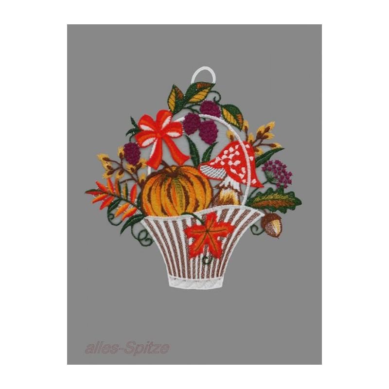 Bezaubernder großer Herbstkorb, befüllt mit Pilzen, Kürbis und Beeren
