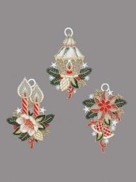 Festlich dekorierte kleine Fensterbilder mit Laterne, Kerze und Weihnachtsstern