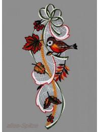 Herbstfensterbild mit Blättern und Vögelchen aus Plauener Spitze