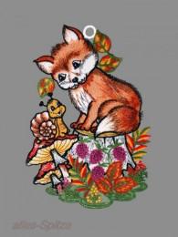 kleinen Fuchs auf dem Baumstumpf