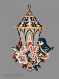 Laterne mit Vögelchen, Schleife und Christrosen aus Plauener Spitze