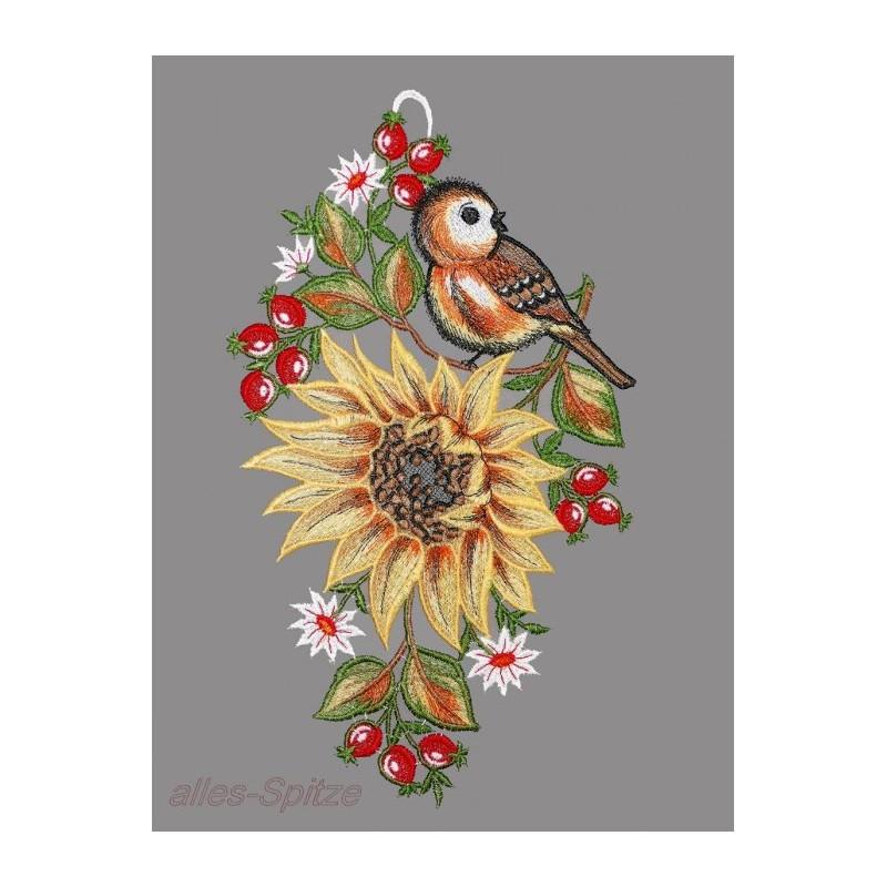 Große Sonnenblumme aus Plauener Spitze mit Vögelchen und Blumen dekoriert.