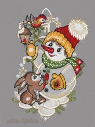 Süßer Schneemann mit Pudelmütze, Schal und Handschuhen und kleinem Hase aus Plauener Spitze