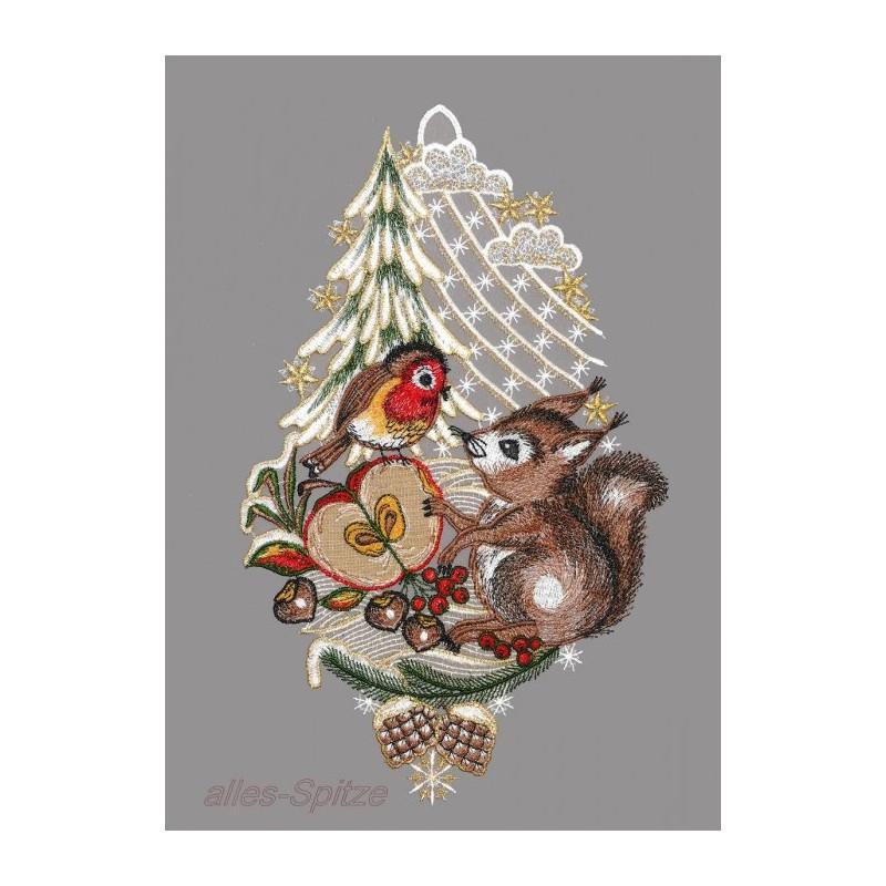 Fensterschmuck mit Eichhörnchen am Tannenbaum und Vögelchen