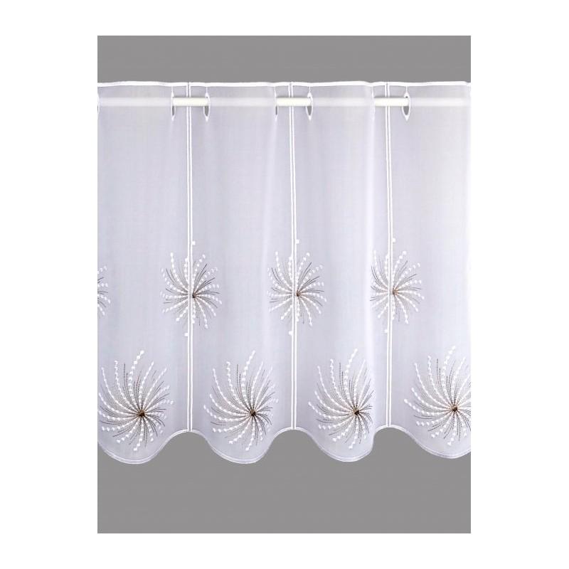 Dieser Scheibenhänger mit den stilvollen Blütenornamenten aus Plauener Spitzenstickerei macht jedes Fenster zu einem Blickfang.