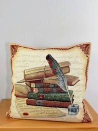 Diese hinreisende Gobelin-Kissenhülle ist nicht nur für Bücherwürmer ein Liebhaberstück