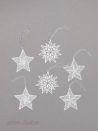 Kleine weiße Spitzensterne in verschieden Varianten für die Festdekoration.