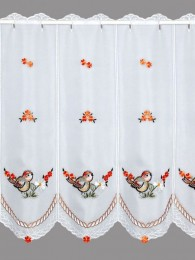 Diese hochwertige Plauener Stickerei-Scheibengardine wurde mit kleine Blüten und Vögelchen in leuchtendem Orange bestickt.