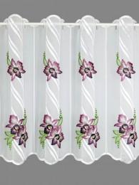 Aussdrucksstarke Plauener Stickerei-Bistrogardine, bestickte mit lila Orchideenblüten.