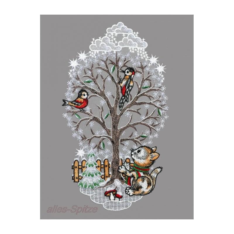 winterlicher Baum in festlichem Silber mit Katze