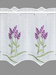 Mediterane Stickerei-Bistrogardine , bestickt mit farbenfrohen Lavendelzweigen in lila und grün.