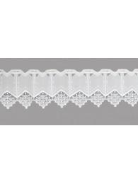 Elegante Applikationen aus Plauener Spitze zieren diese weiß Scheibengardine.
