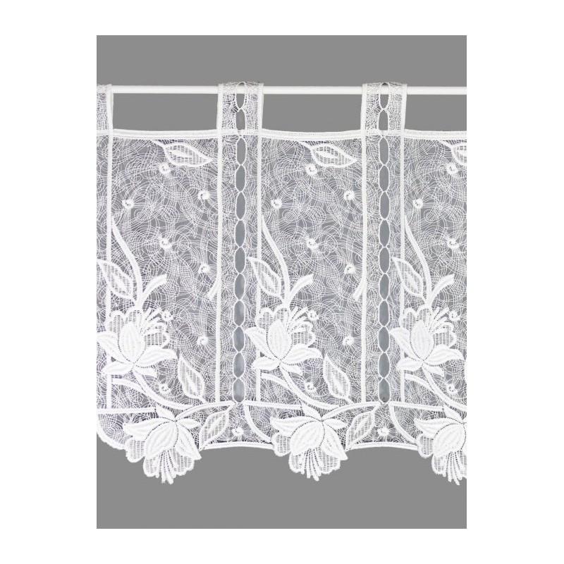Elegante Scheibengardine in attraktivem Blütendesign und Schlaufenaufhängung.