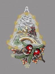 Glocke aus echter Plauener Spitze mit kleinen Vögelchen vor einer verschneiten Winterlandschaft