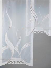Ansprechender Flächengvorhang in dezenter Farbgebung mit attraktiven Spachtelapplikationen.