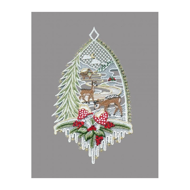 Zartes Fensterbild mit kleinen Rehen im Winterwald aus echter Plauener Spitze