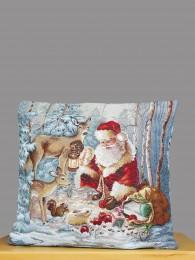 Hochwertiger Gobelin-Kissenbezug mit Weihnachtsmann und Rehen in einer verschneiten Winterlandschaft.