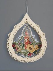 beleuchtete-Fensterbilder-aus-Plauener-Spitze-und-erzgebirgischer-Holzkunst